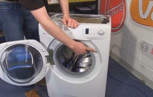 Место где блокируется дверца стиральной машины