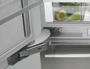 Крепление дверцы холодильника