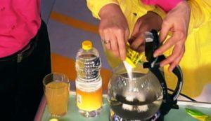 Уксус и аскорбиновая кислота для очистки чайника