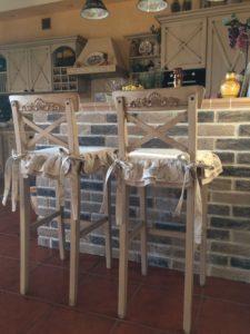 Чехол для барного стула из ткани.