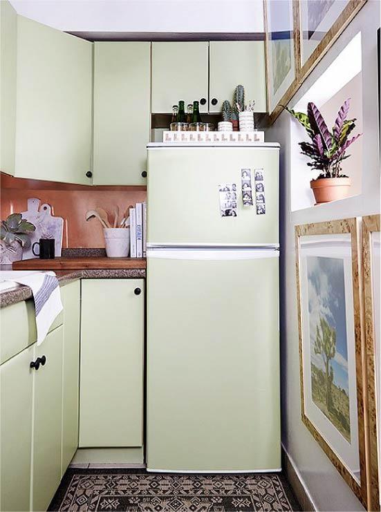 Холодильник, оклееный плёнкой.