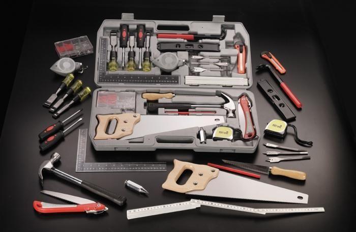 Инструменты для работ по дереву.