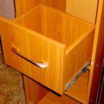 Как сделать выдвижные ящики в шкафу.