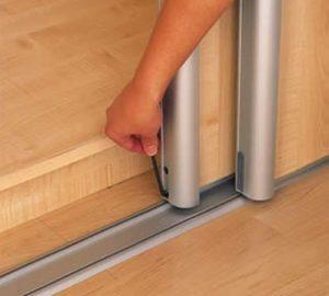 Разбираем двери шкафа-купе