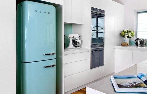встроенный холодильник.