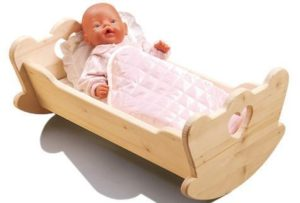 Кроватка для куклы своими руками.