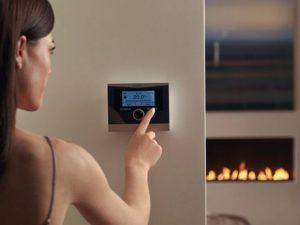 Терморегулятор на котле отопления.