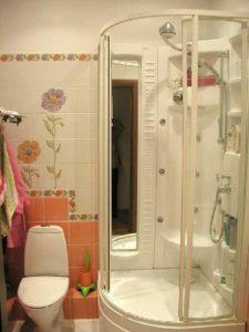 Зеркало в душевой кабине