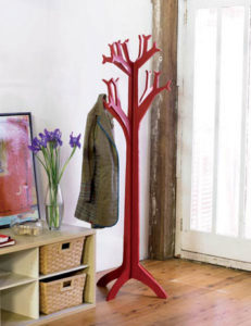 Напольная вешалка из дерева