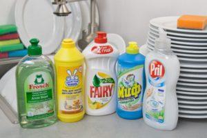 для чистки используют средства для мытья посуды