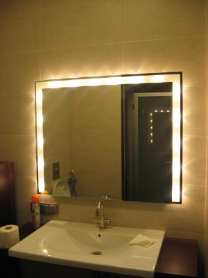 как подключить зеркало с подсветкой в ванной