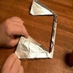 Приклейте фольгу на вибратор конструкции