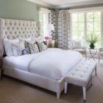 Белая кровать в интерьере спальни с фото.