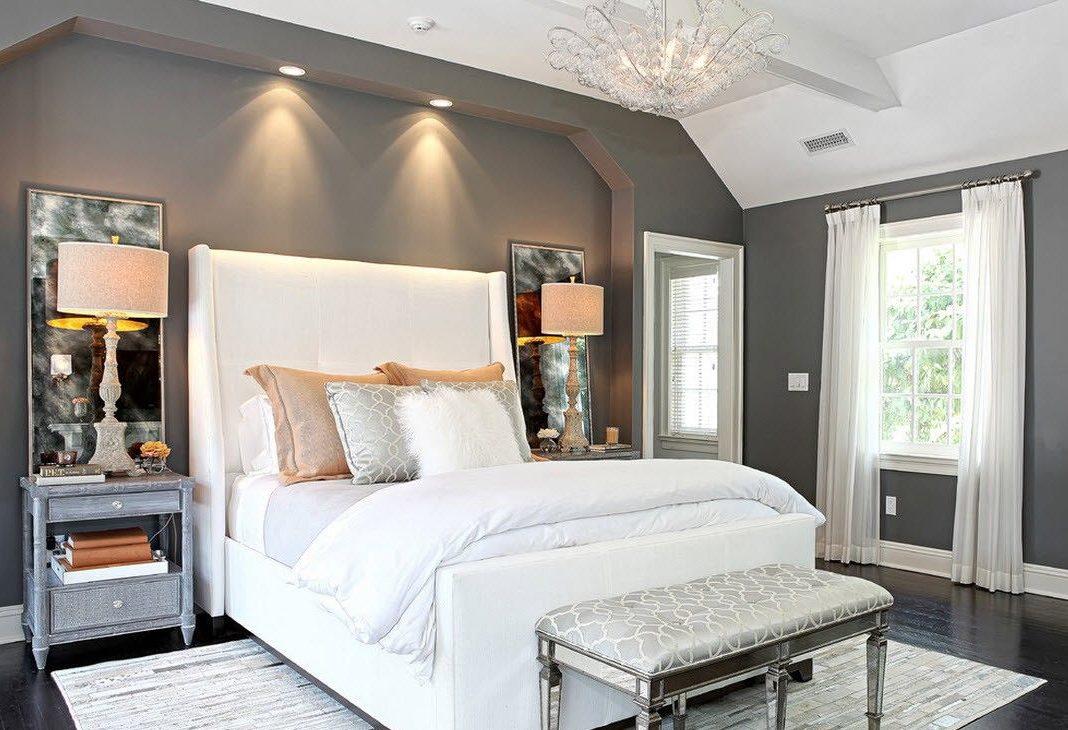 Бело-серая спальня.