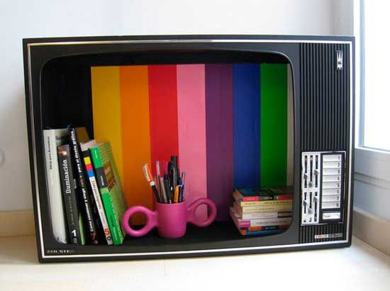 Шкафчик из старого телевизора.
