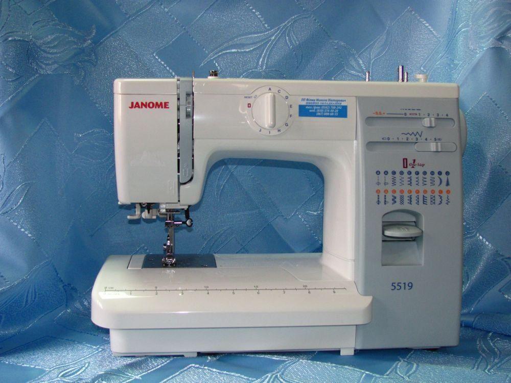 Разновидность электромеханической швейной машинки.