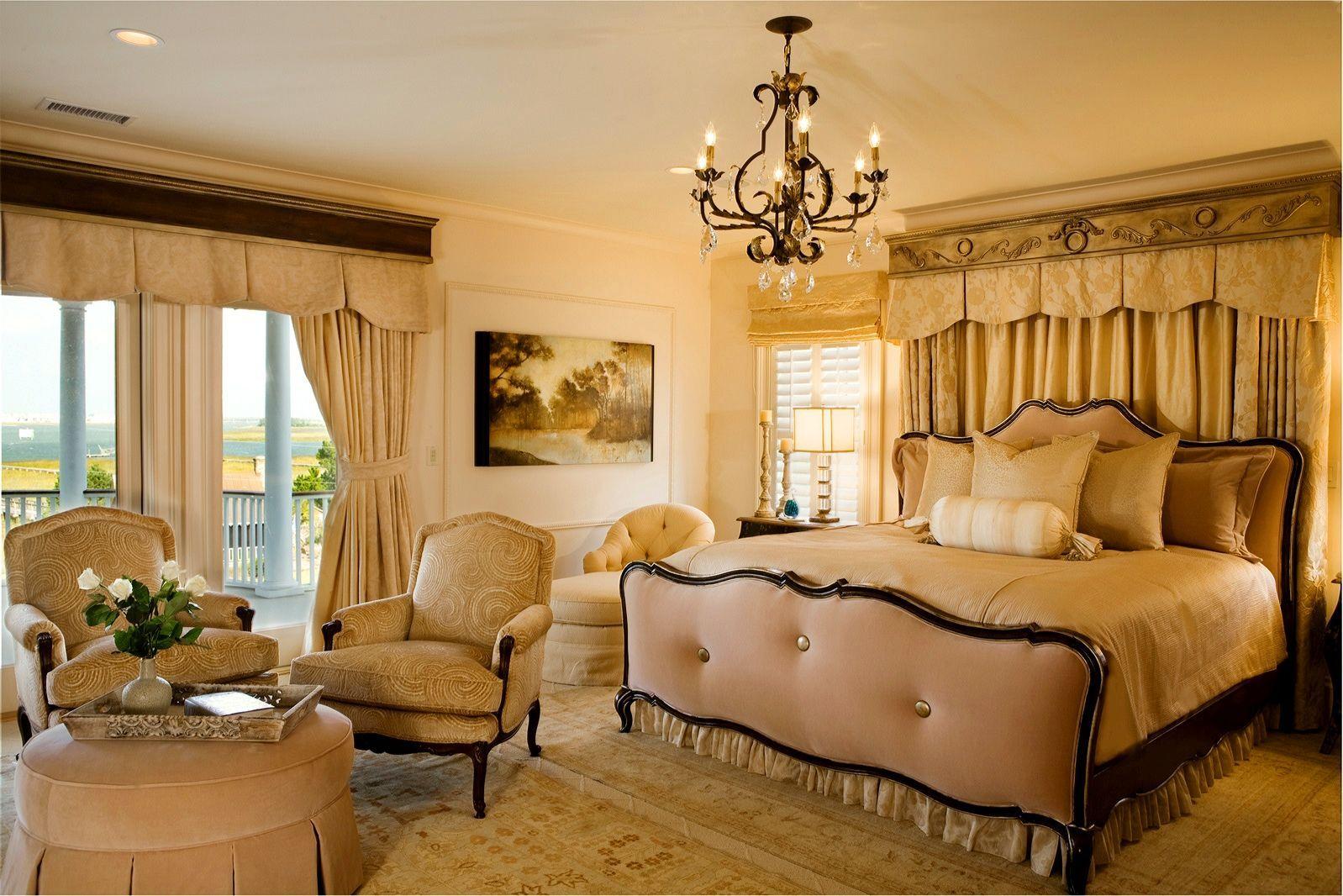 Декорирование классической спальни.