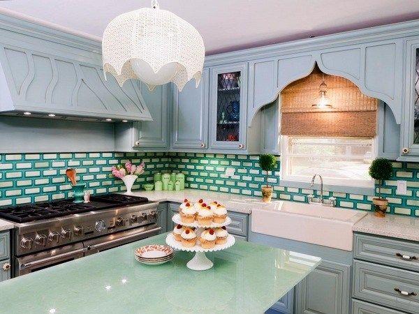 Декор кухонного гарнитура при помощи меловой краски.