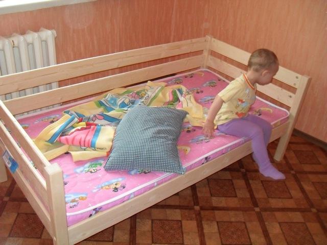 Ваоиант детской кроватки для детей постарше.