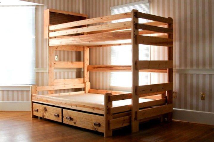 Двухярусная кровать с ящиками.