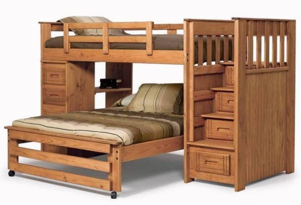 Двухярусная кровать с выкатным спальным местом.