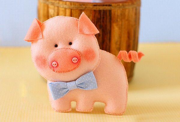 Игрушка на елку свинка своими руками.