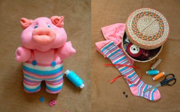 Игрушка свинья из детских колготок.