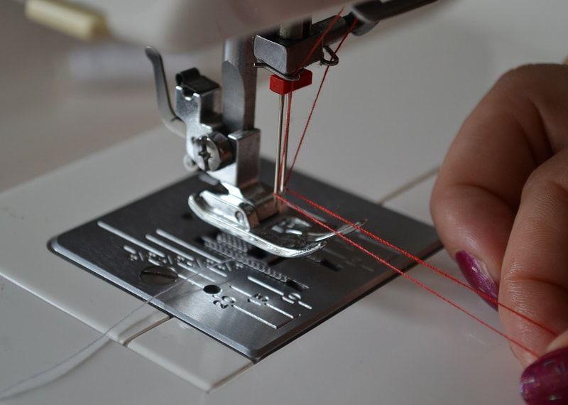 Использование бытовой швейной машины.
