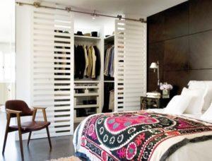 Как сделать гардероб в небольшой спальне