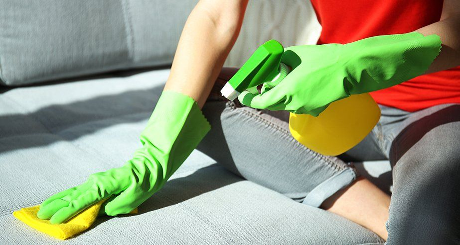 Как почистить гобеленовую поверхность.