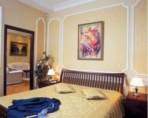 Какую картину повесить над кроватью в спальне