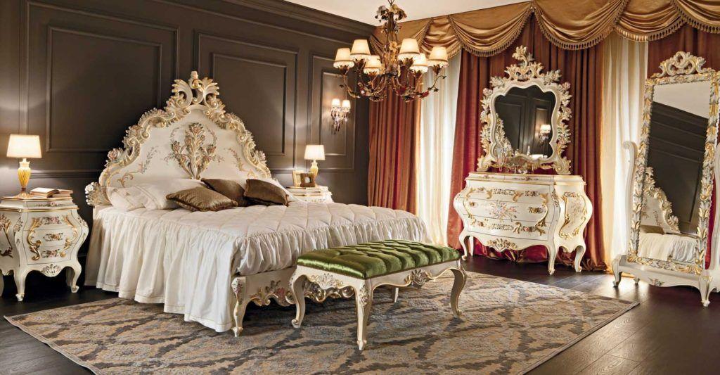 Ковер в спальне стиле ампир.