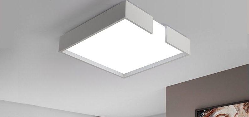 Квадратная люстра для натяжного потолка.