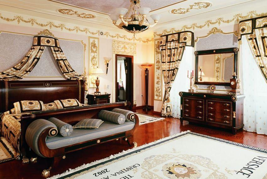 Мебель в спальне стиле ампир.