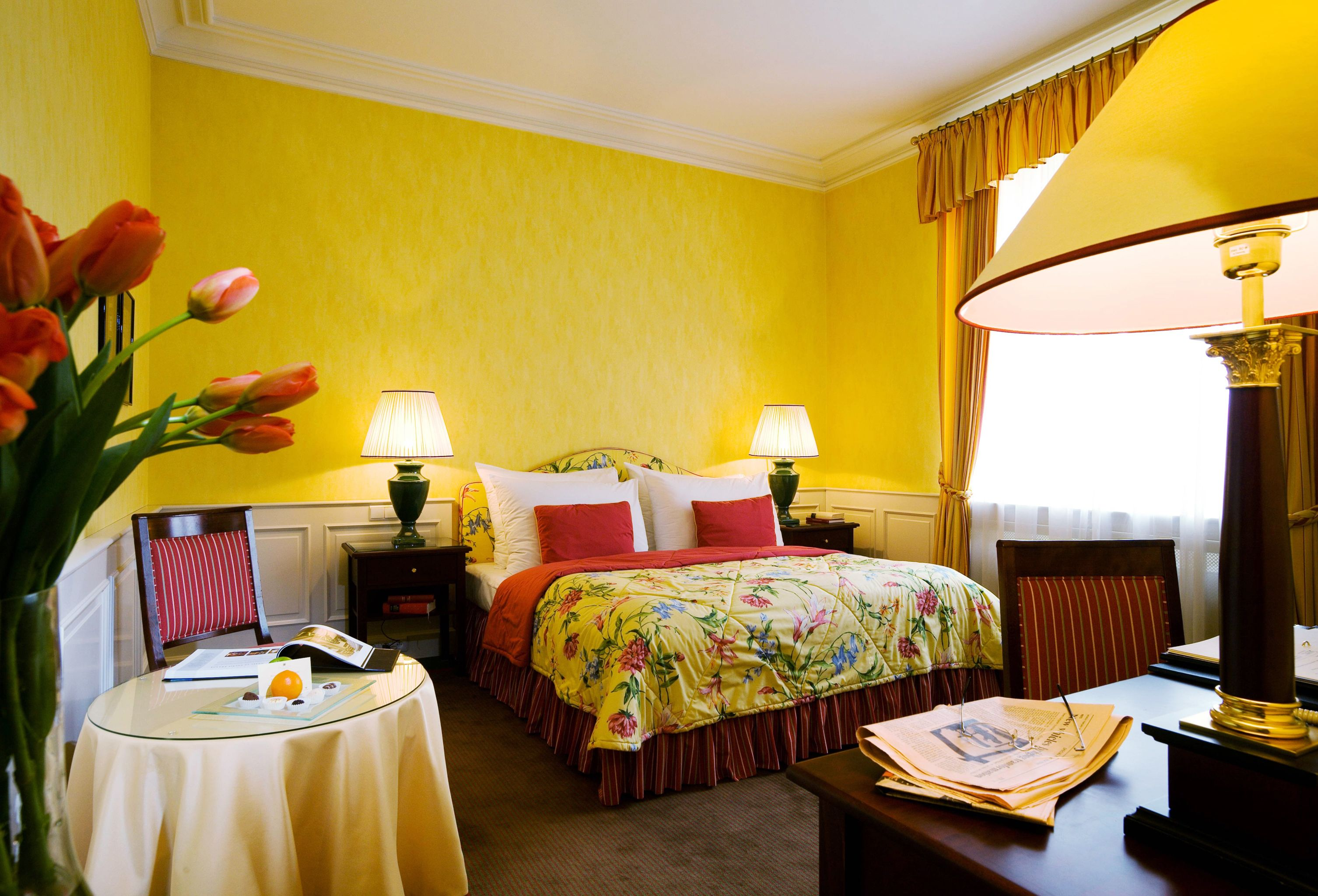Мебель в жёлтую спальню.