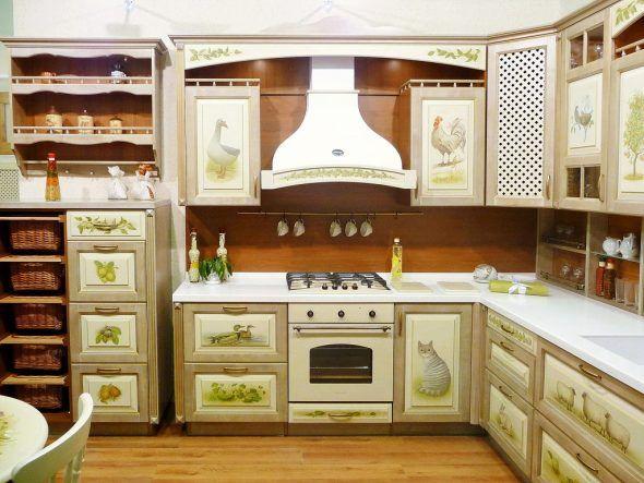 Молдинг и окрашивание кухонного гарнитура.
