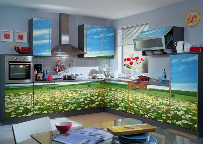 Декор кухонного гарнитура самоклеящейся плёнкой.