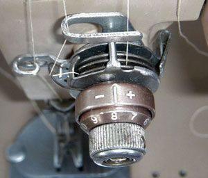 Почему рвется верхняя нить в швейной машинке