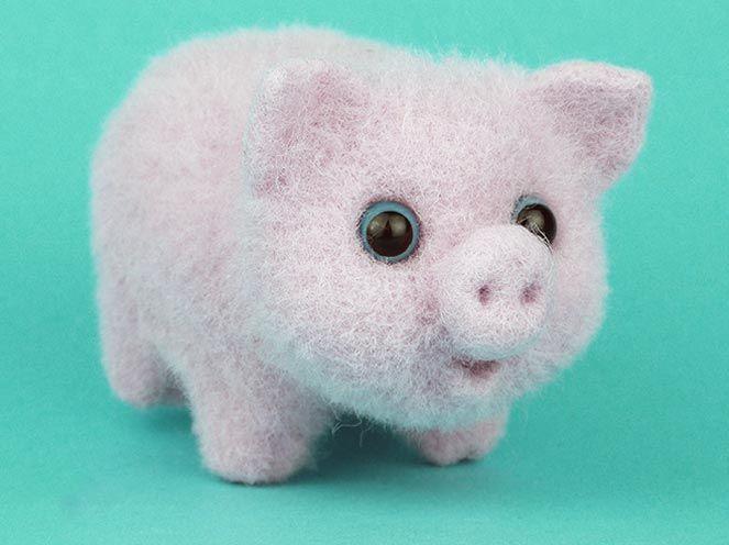 Поделка свинья из шерсти.