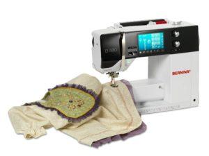 Игла швейной машинки должна быть слева.
