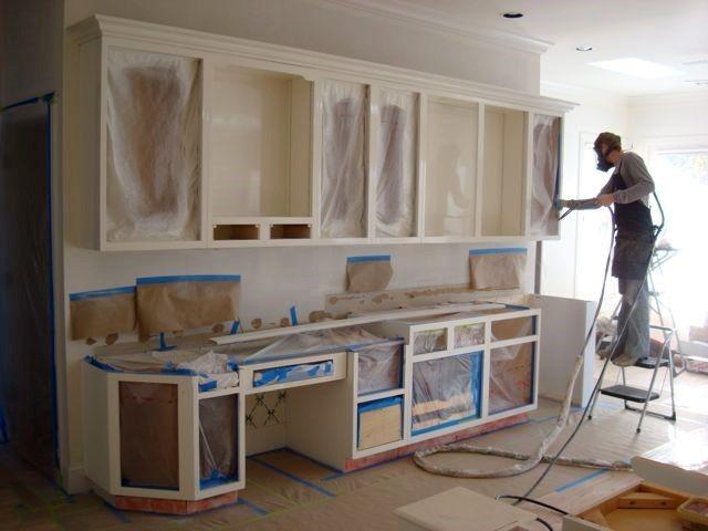 Работы по реставрации кухонного гарнитура.