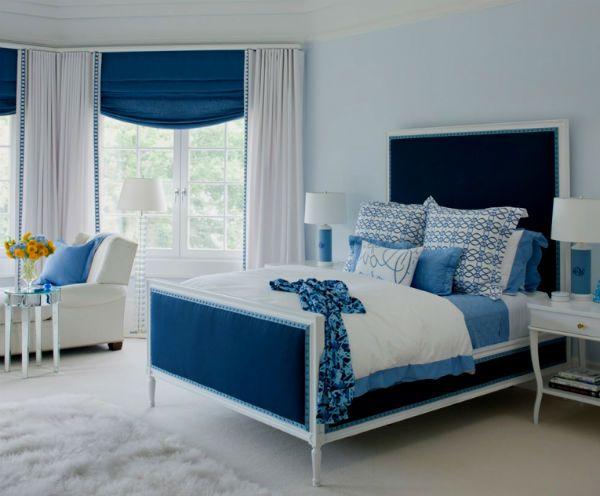 Вариант интерьера с синей кроватью.