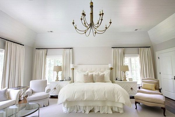 Спальня в белых тонах