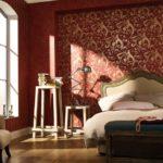 Спальня в бордовых тонах