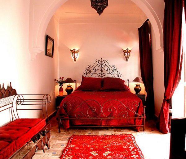 Красная спальня в марокканском стиле.
