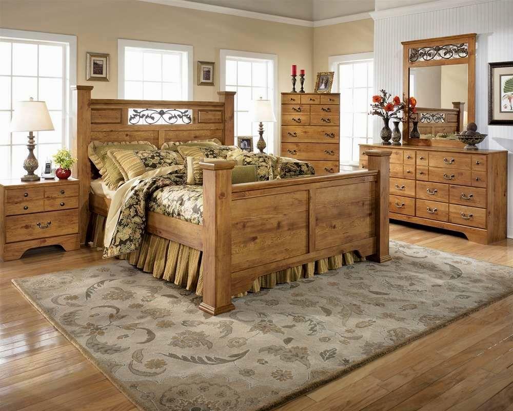 Вариант спальни кантри в пастельных тонах.