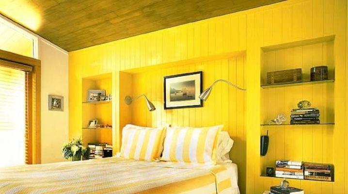 Спальня в желтых тонах.