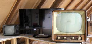 Старый и новый телевизор.