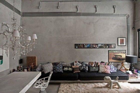 оштукатуренные стены в спальне лофт.