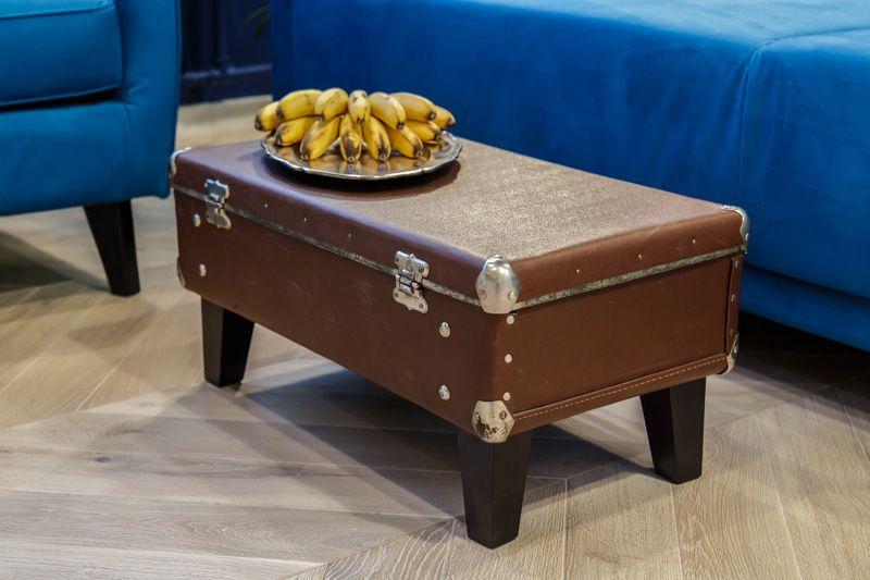 Столик из чемодана.
